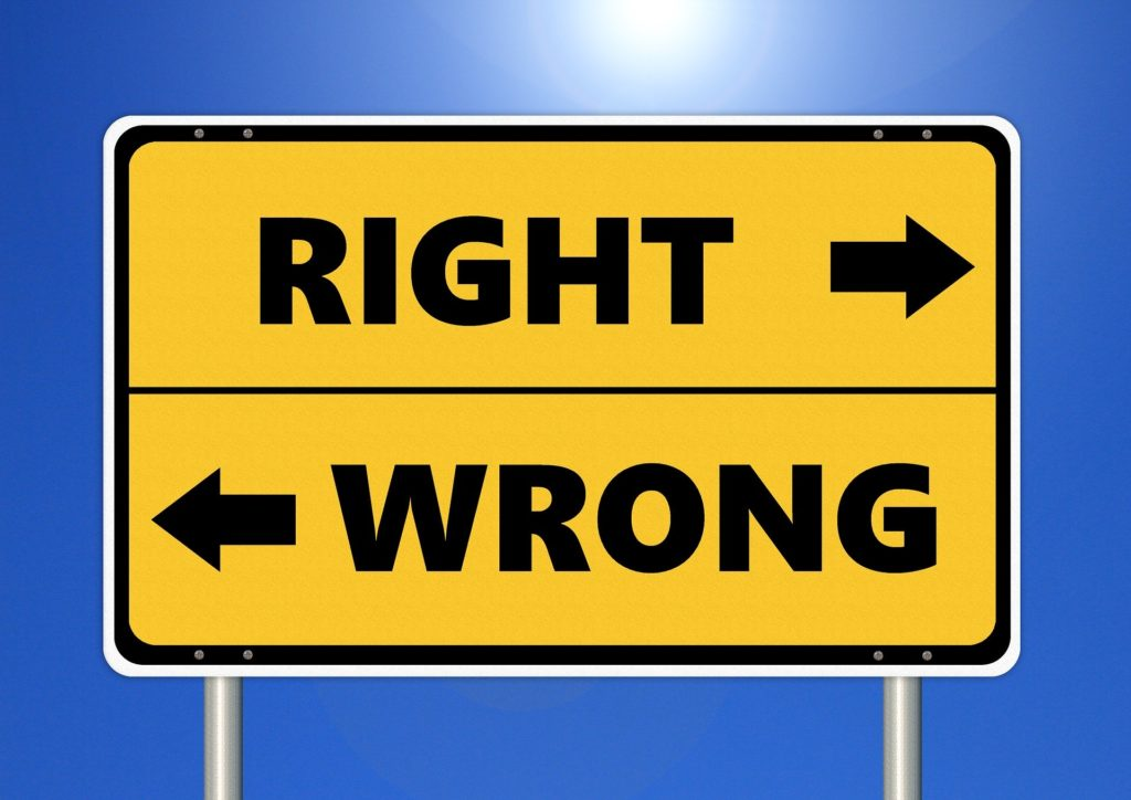 right and wrong sign representing binary thinking